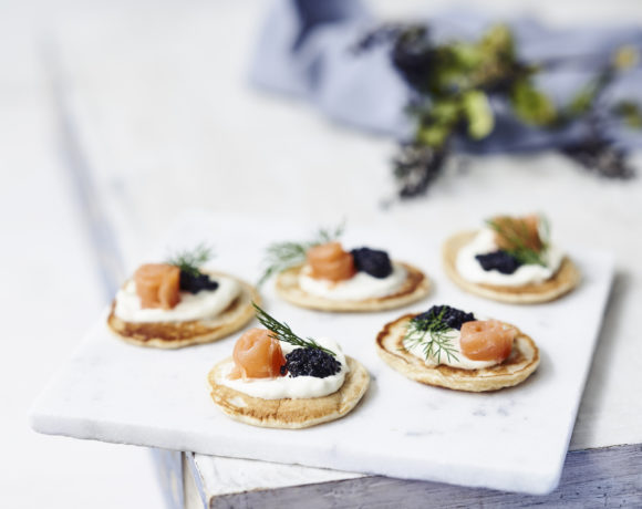 Blinis with sour cream, smoked salmon and lumpfish caviar