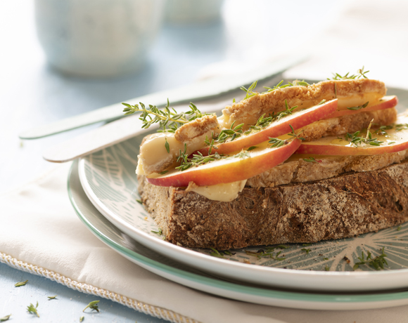 Pure Sprouts toast with Calvados Brie, apple and thyme